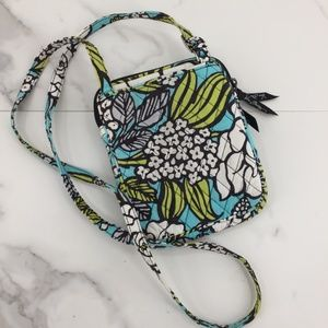 Vera Bradley Bags - NWOT Vera Bradley Cross body cloth purse